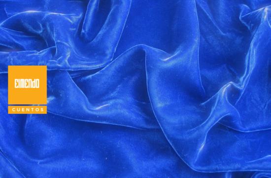 Bajo el terciopelo azul